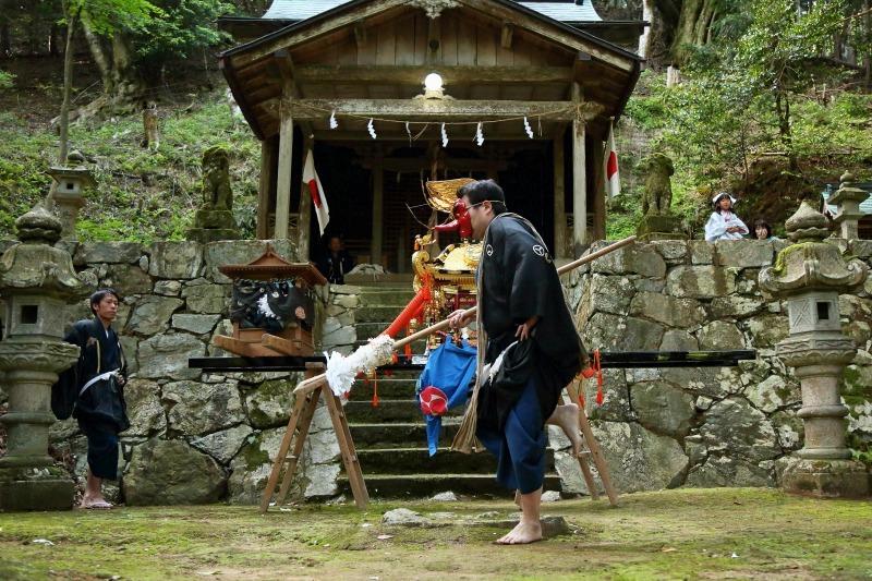 椎村神社 王の舞_c0196076_11154800.jpg