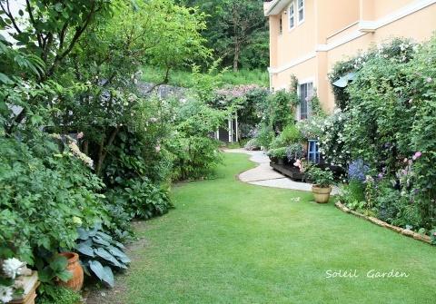 ◆素敵なお庭訪問・・・再びSさんのお庭3 & Rochetさんのお庭3_e0154682_22263010.jpg
