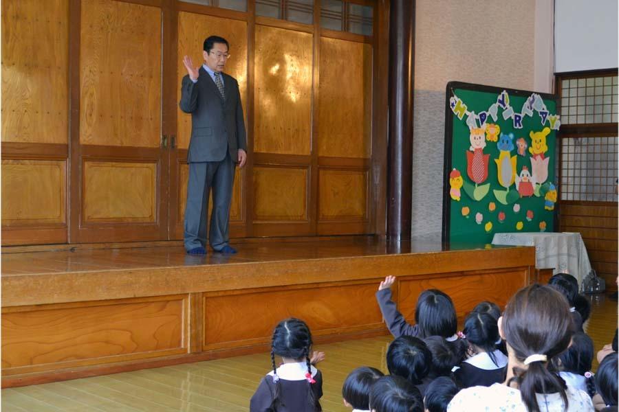 第一幼稚園 4月・5月生れのお誕生会でした。_d0353789_11571953.jpg