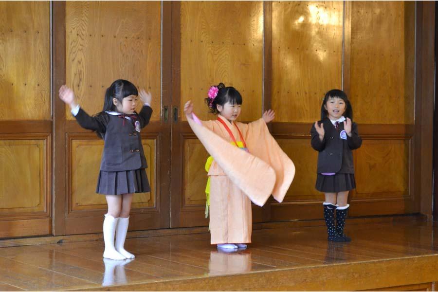 第一幼稚園 4月・5月生れのお誕生会でした。_d0353789_11574290.jpg