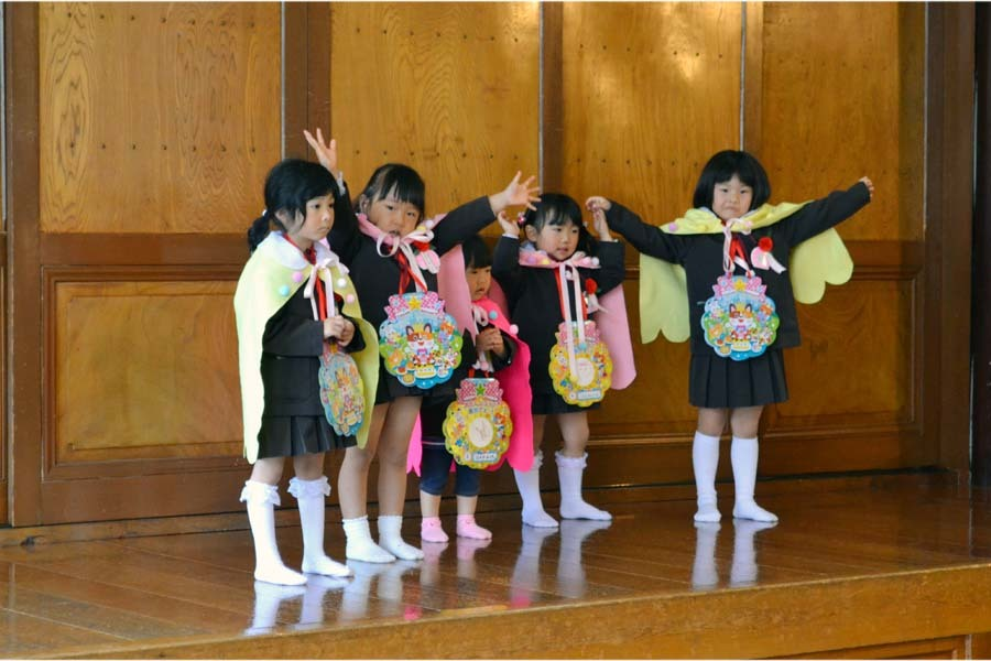 第一幼稚園 4月・5月生れのお誕生会でした。_d0353789_11574972.jpg