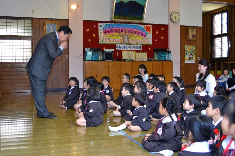 第一幼稚園 4月・5月生れのお誕生会でした。_d0353789_11580512.jpg