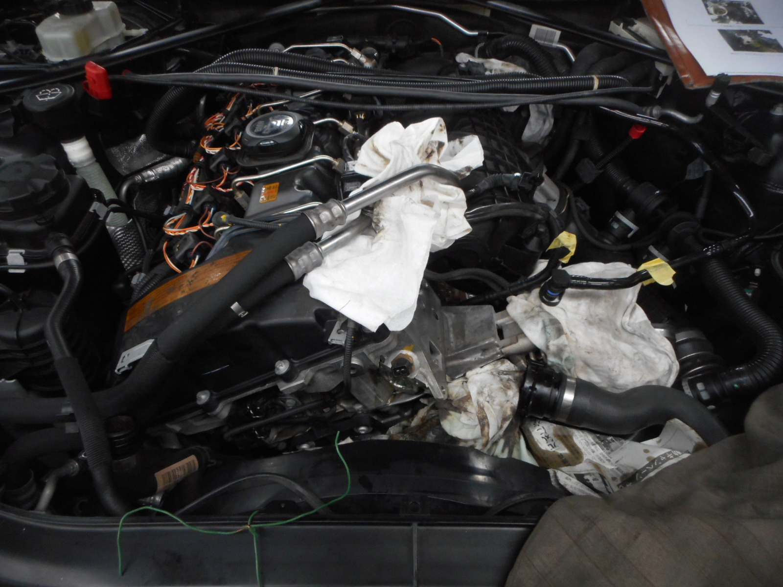 BMW335 クーペ (E90) エンジンオイル漏れ修理 納車整備_c0267693_17110365.jpg