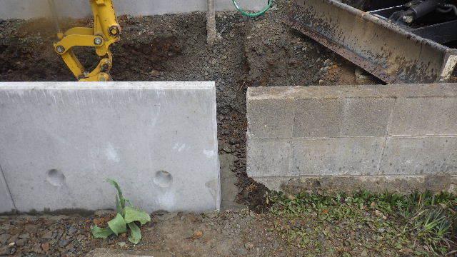 三ツ割 小さな家 外構工事進行中。_f0105112_04354375.jpg