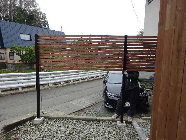 三ツ割 小さな家 外構工事進行中。_f0105112_04460363.jpg