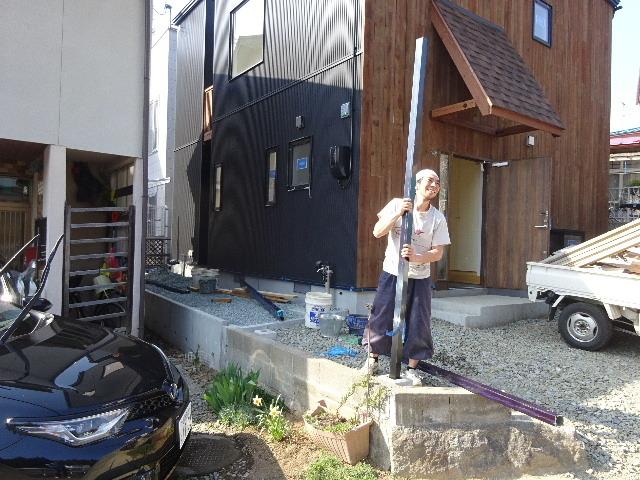 三ツ割 小さな家 外構工事進行中。_f0105112_04460448.jpg