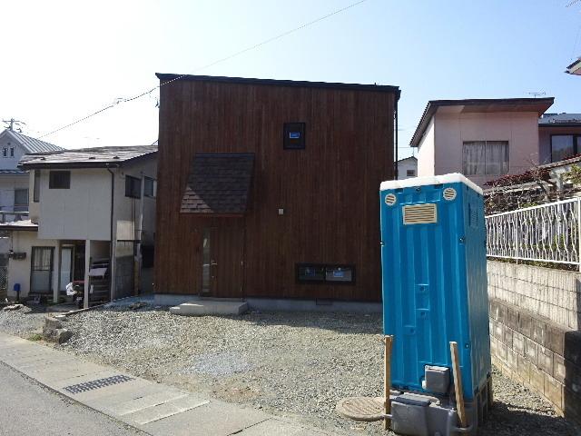 三ツ割 小さな家 外構工事進行中。_f0105112_04460452.jpg