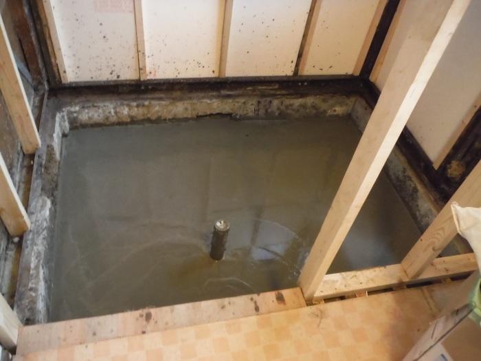 浴室リフォーム~土間コンクリート打_d0165368_02390439.jpg