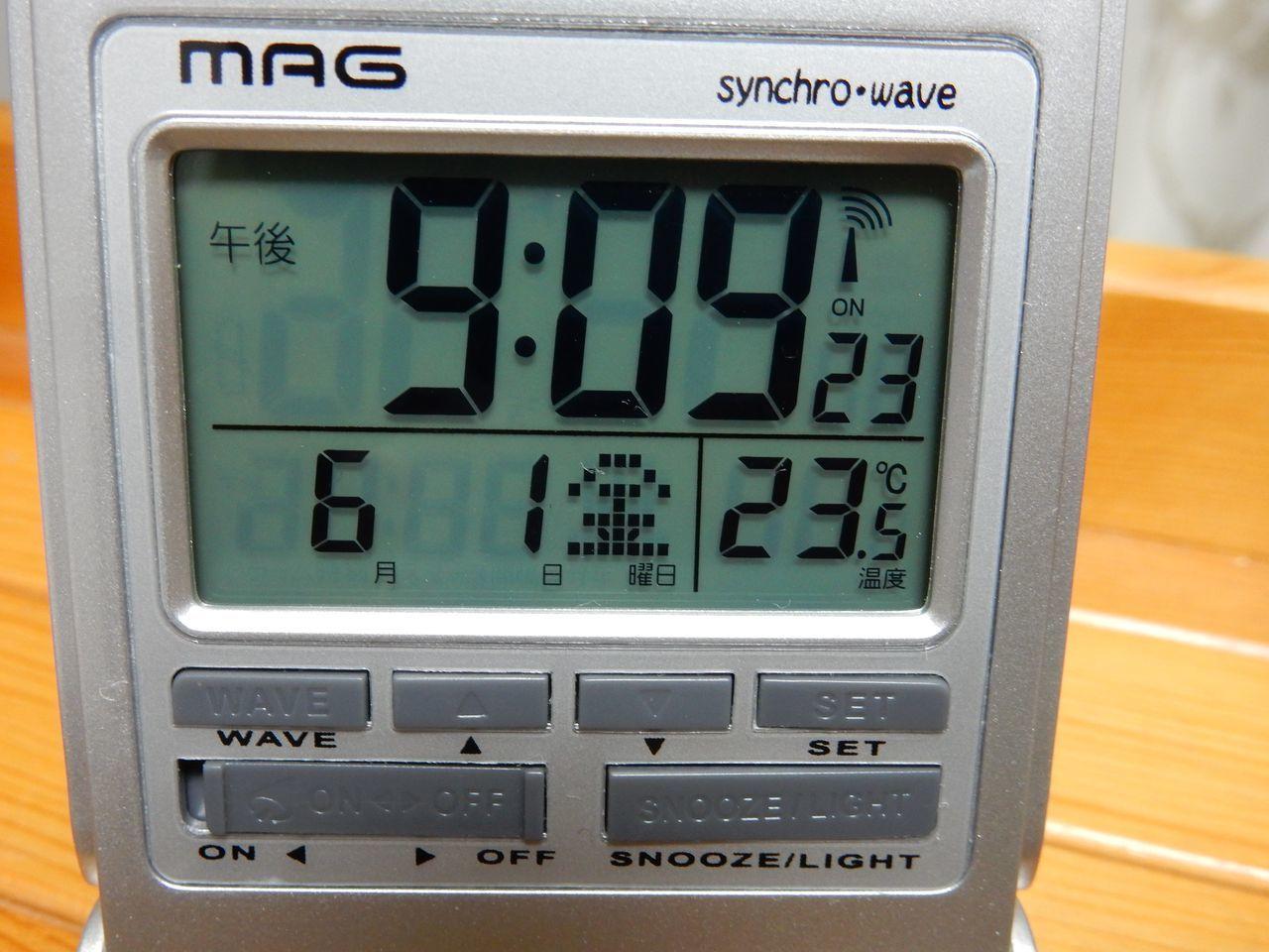 電波時計も100均で売られる時代か_c0025115_21331593.jpg