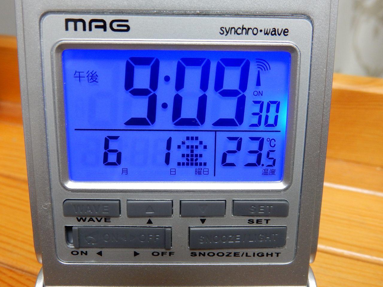電波時計も100均で売られる時代か_c0025115_21333075.jpg