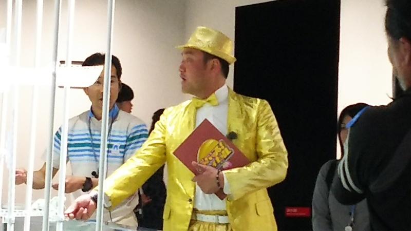 ニフレルでお魚さんやロケ隊に出会う 【大阪4】_e0305834_14584189.jpg