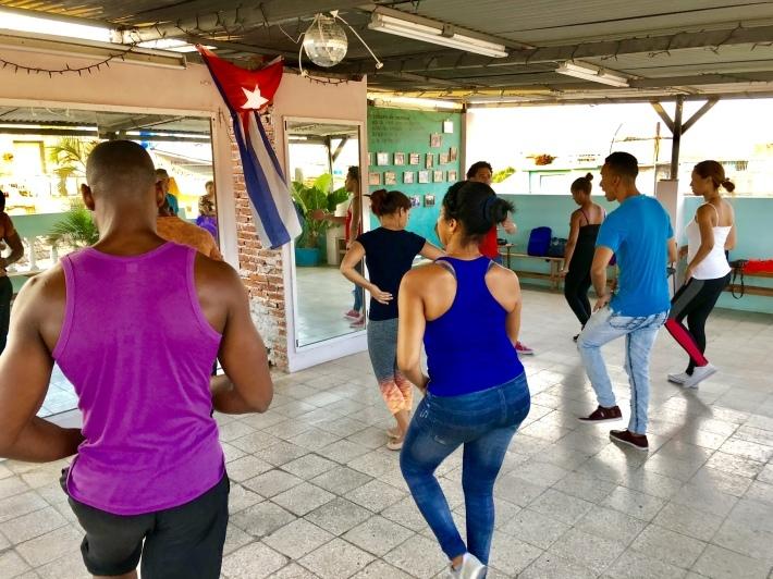 キューバのダンスカンパニー_a0103940_19034811.jpeg