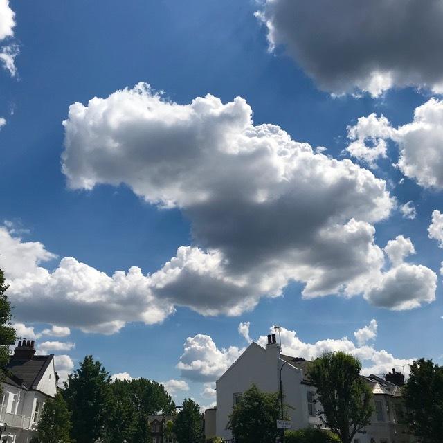 雲があるから空が美しい_e0114020_18564040.jpg