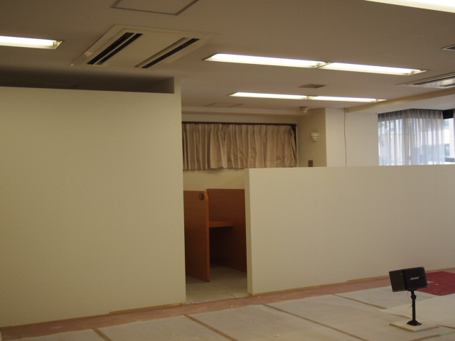 リノベーション工事のビデオ室家具設置。。_a0214329_13181047.jpg
