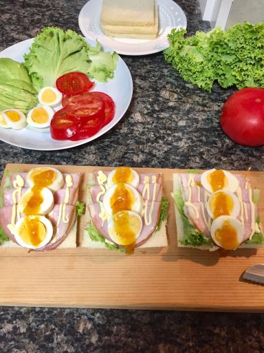 朝食にサンドイッチ_c0223630_23170125.jpg