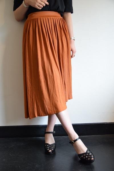 スカート スカート プリーツスカート    。_b0110586_09512190.jpg