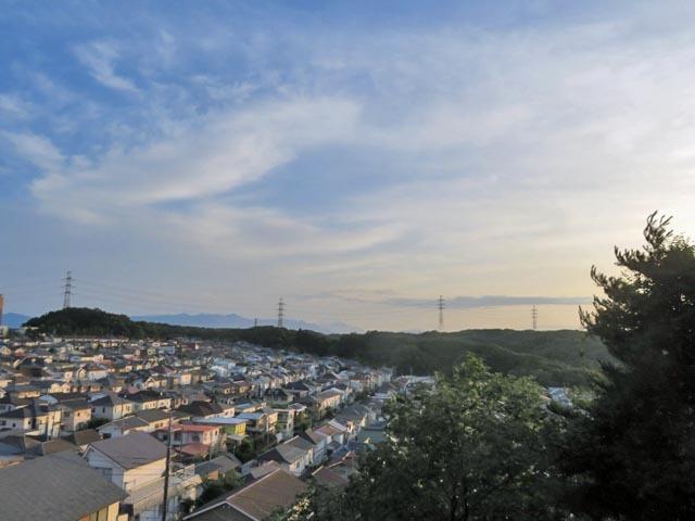 夕暮れ時に微かな富士山_e0133780_21211594.jpg