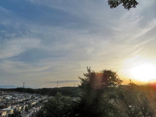 夕暮れ時に微かな富士山_e0133780_21275645.jpg