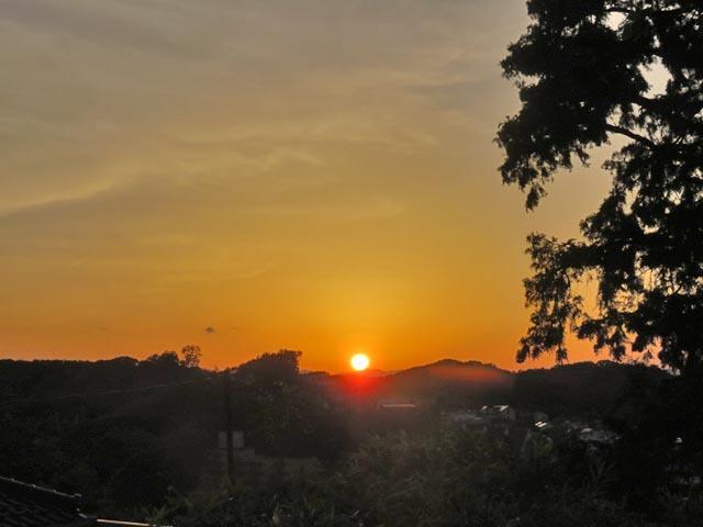 夕暮れ時に微かな富士山_e0133780_21364660.jpg