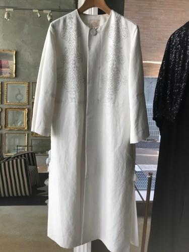 白いコートはスペイン、アルハンブラ宮殿へのオマージュ_a0138976_14351214.jpg