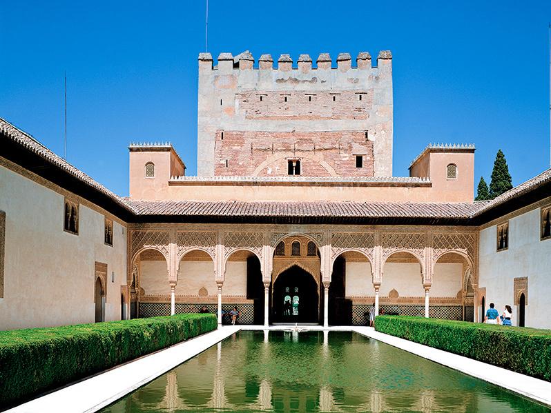 白いコートはスペイン、アルハンブラ宮殿へのオマージュ_a0138976_14442408.jpg