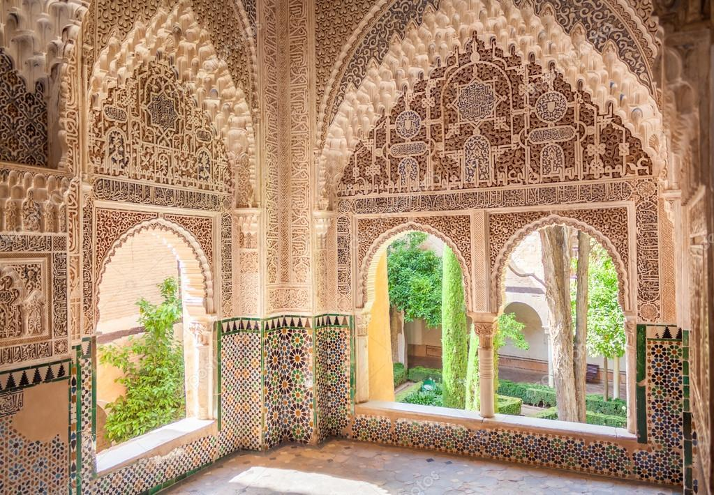 白いコートはスペイン、アルハンブラ宮殿へのオマージュ_a0138976_14443144.jpg