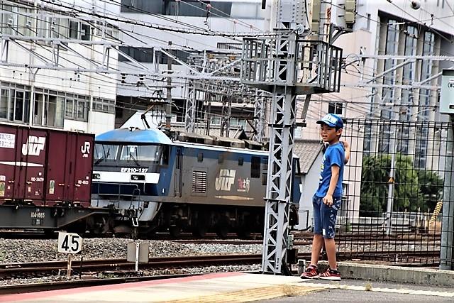 藤田八束の鉄道写真@貨物列車と借景の素晴らしさ、貨物列車に魅せられて写真を撮る_d0181492_19372513.jpg
