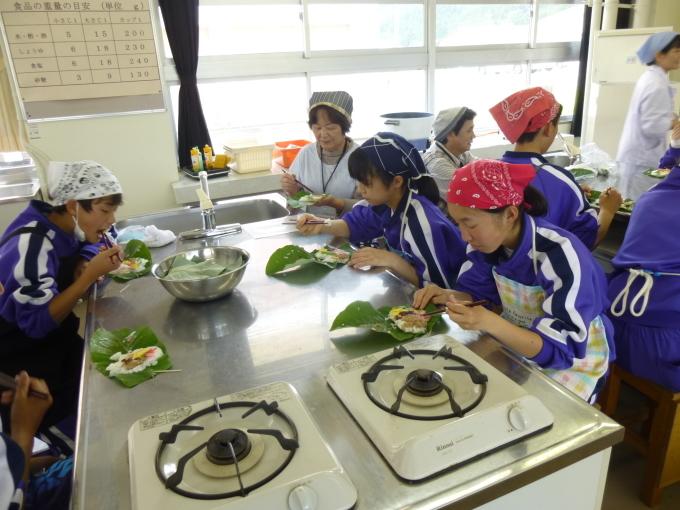 中学校で行われた郷土料理体験に参加してきました_c0238069_15384676.jpg