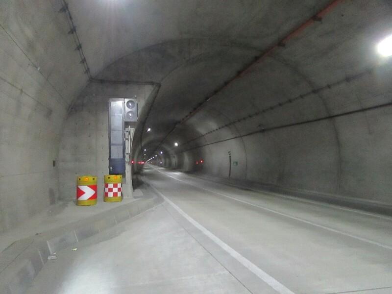 51日目【石狩市−苫前町】トンネルをぬけると浜に続く真直ぐな道_e0201281_04510641.jpg