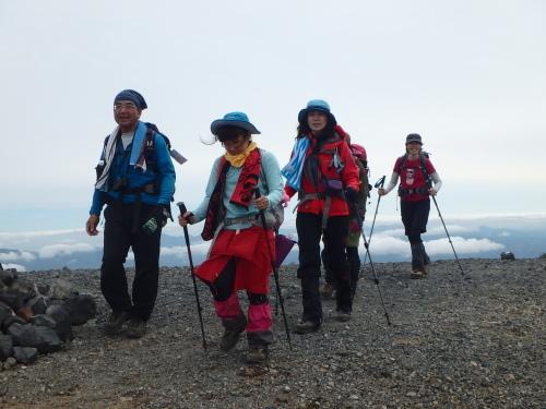 羊蹄山登頂100回達成祝賀登山会、2018.6.10ー同行者からの写真ー_f0138096_20262633.jpg