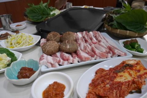 しょうゆサムギョプサルを食べてみた! @清州_a0140305_02261346.jpg