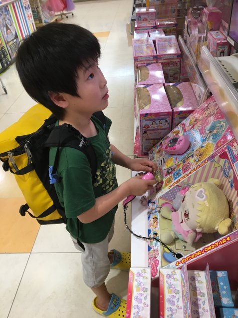 おもちゃ売り場で楽しく過ごす_d0227066_22013267.jpg