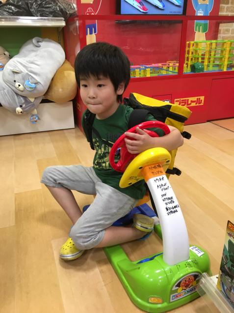 おもちゃ売り場で楽しく過ごす_d0227066_22013627.jpg