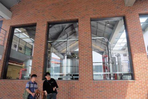 人気上昇中のクラフトビール工場に行ってきました! _a0140305_01265775.jpg