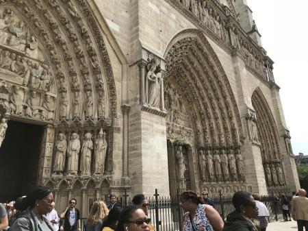 ノートルダム大聖堂前のパン祭り_a0136671_00582513.jpg