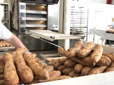 ノートルダム大聖堂前のパン祭り_a0136671_01081558.jpg