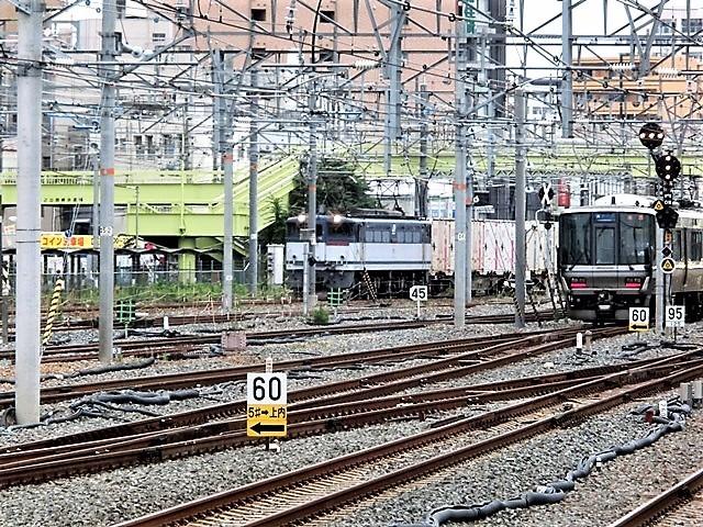 藤田八束の鉄道写真@貨物列車と借景の素晴らしさ、貨物列車に魅せられて写真を撮る_d0181492_18173580.jpg