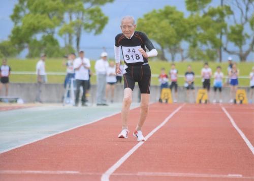 富久正ニさん102歳、走ります!_e0295926_16000126.jpg