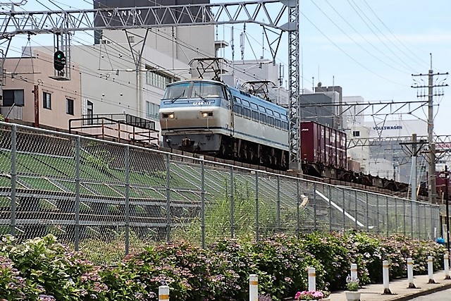 藤田八束の鉄道写真@貨物列車と借景の素晴らしさ、貨物列車に魅せられて写真を撮る_d0181492_15095943.jpg