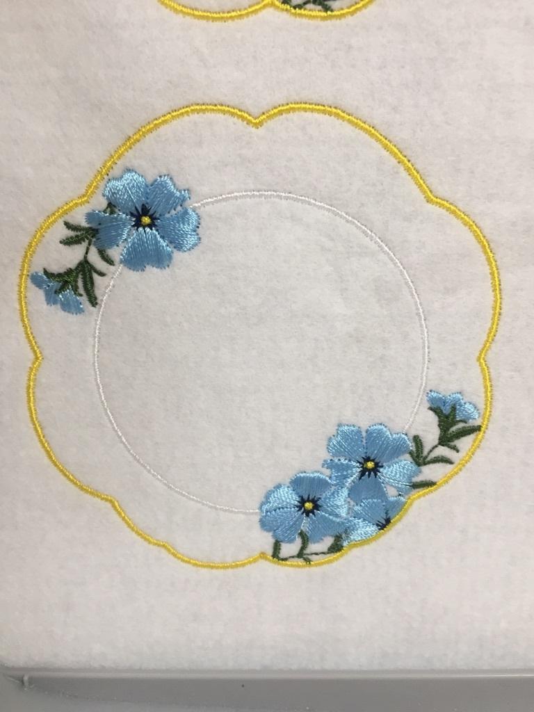 お花の刺繍とお皿_a0370893_23523526.jpg
