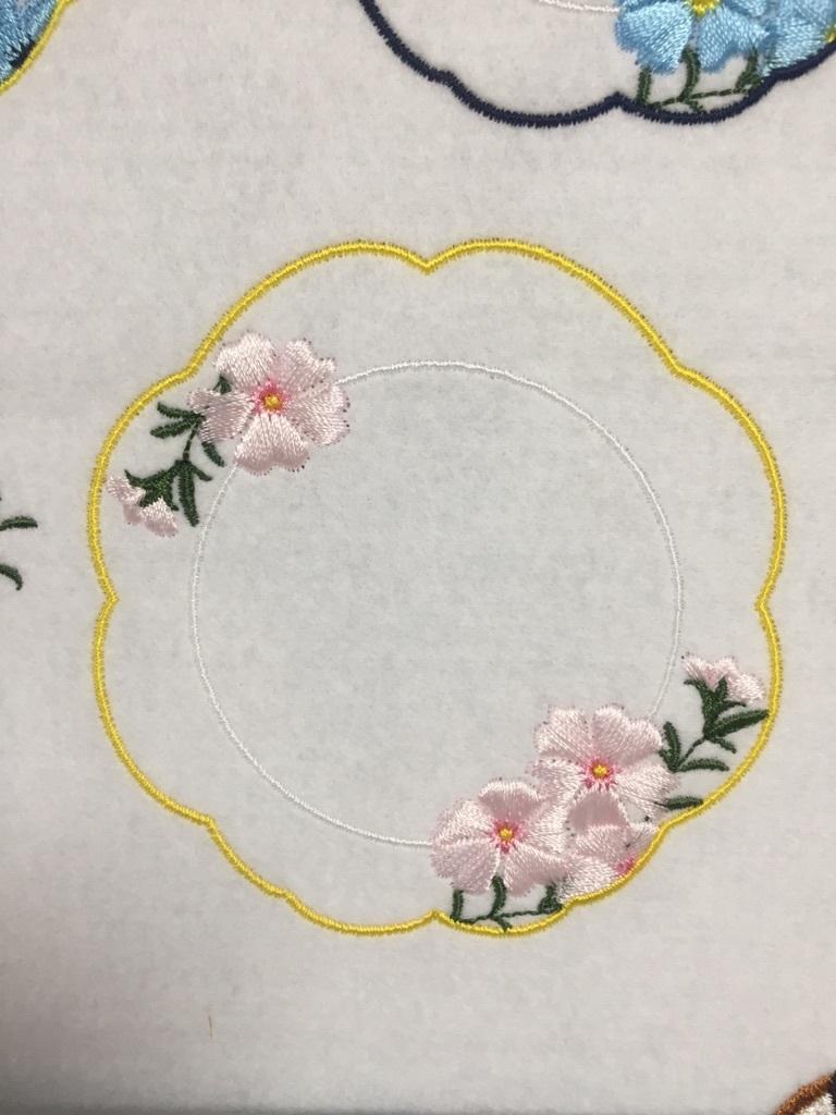 お花の刺繍とお皿_a0370893_23523695.jpg
