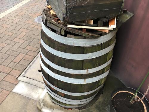 ブドウの実りと樽の修復へ_d0011635_17475606.jpg