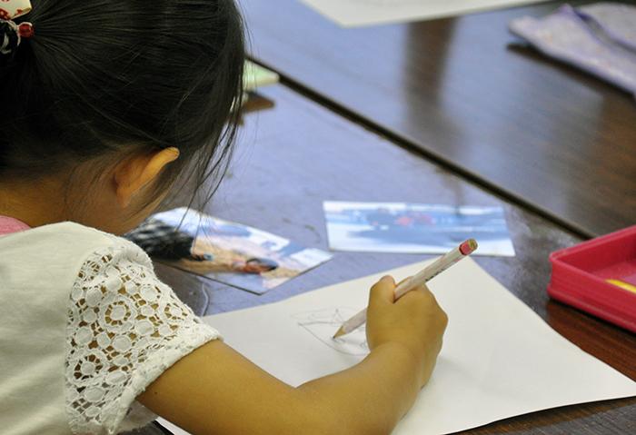 児童画クラス お父さんのガラス絵_b0212226_18390525.jpg