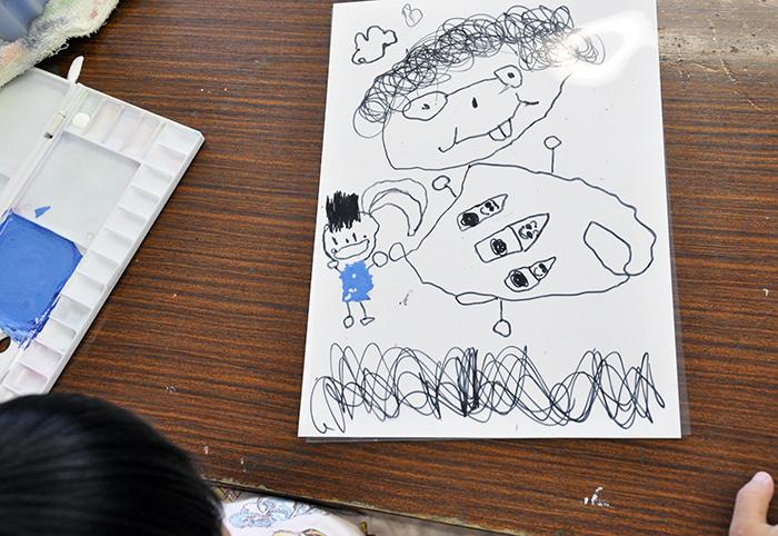 児童画クラス お父さんのガラス絵_b0212226_18423451.jpg