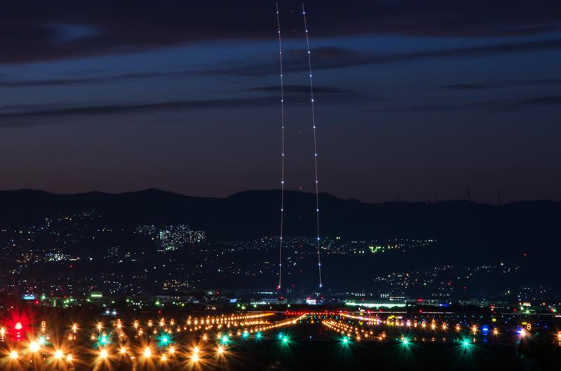 大阪、伊丹空港の夜景_a0003650_22421179.jpg