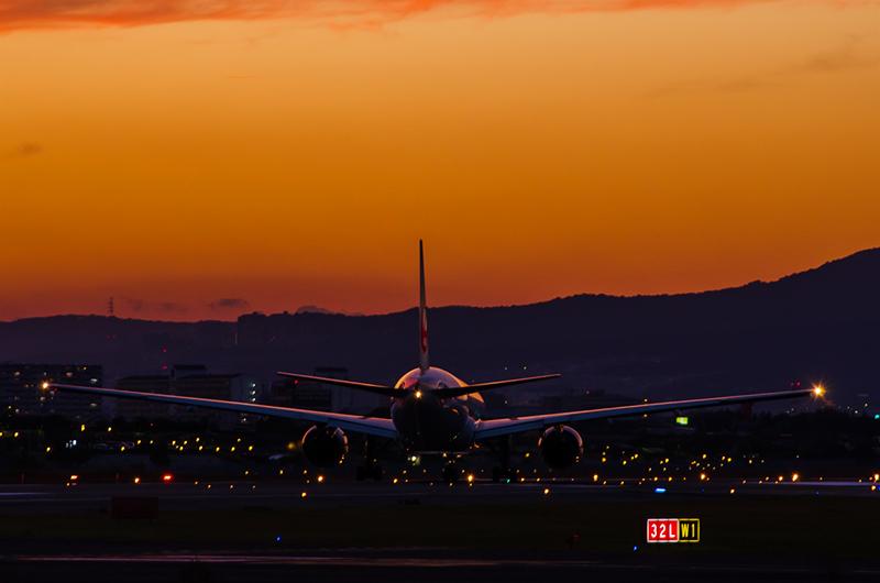 大阪、伊丹空港の夜景_a0003650_22425718.jpg