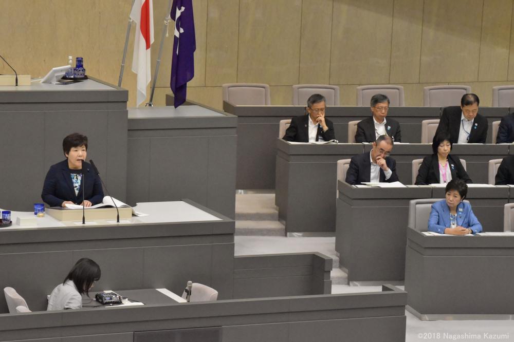 あぜ上三和子議員が代表質問_b0190576_22450468.jpg