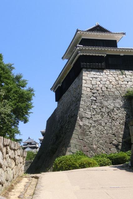 名城松山城を訪ねる旅、坊ちゃん列車路面電車の行き交う楽しい町松山・・・道後温泉と松山城、名君加藤義明_d0181492_16340362.jpg