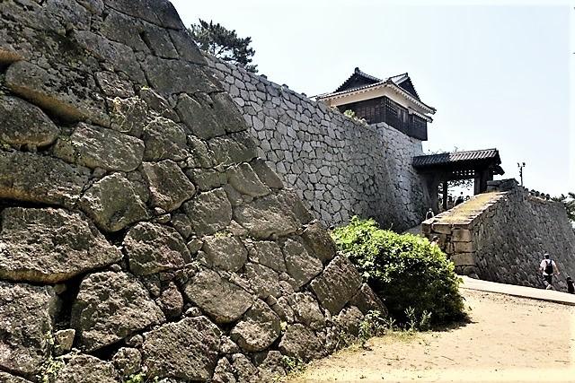 名城松山城を訪ねる旅、坊ちゃん列車路面電車の行き交う楽しい町松山・・・道後温泉と松山城、名君加藤義明_d0181492_16344619.jpg