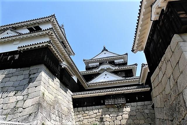 名城松山城を訪ねる旅、坊ちゃん列車路面電車の行き交う楽しい町松山・・・道後温泉と松山城、名君加藤義明_d0181492_16370129.jpg